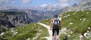 mountain-biken-im-sommer